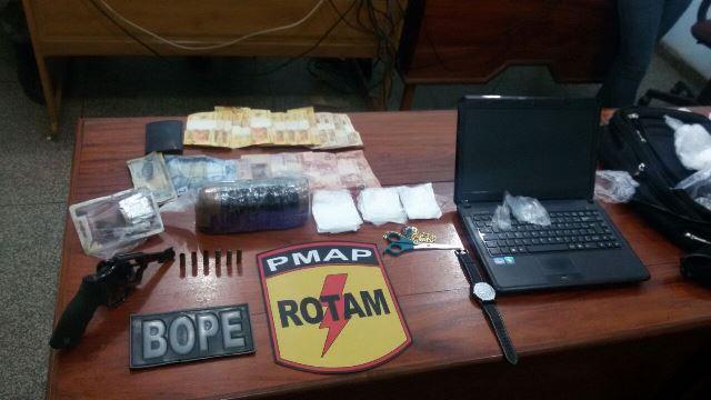 Drogas e material de embalagem encontrados na casa de Gaioso