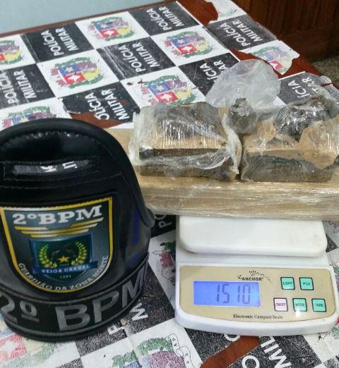 Além das peças, a polícia encontrou 1 quilo de maconha. Foto: 2 BPM