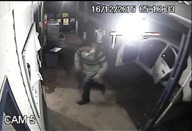 Segundo bandido na foto seria Ricardo Júnior, que dirigia o carro da empresa. Foto: Reprodução