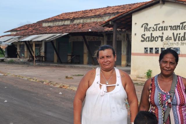 Selise Barbosa tem um filho deficiente e mora em dos boxes da feira