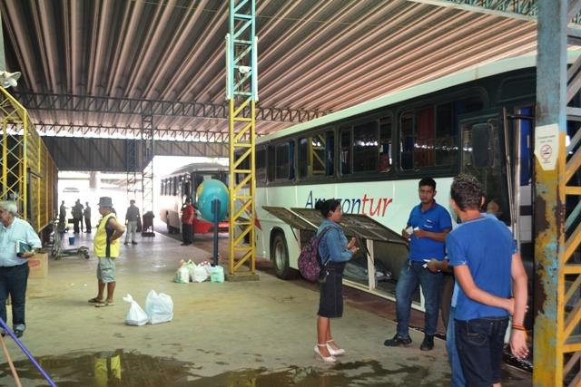 Os ônibus saem lotados e retornam lotados dos munícpios do interior