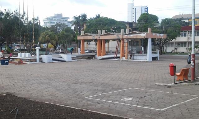 A história conta que o primeiro nome foi Praça da Saudade, e só mudou em 1967