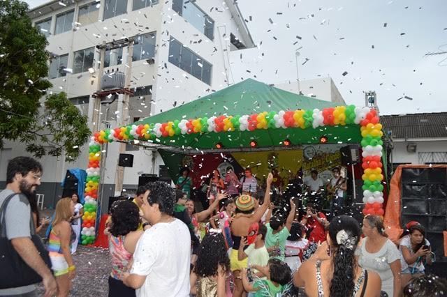 Macapá volta ao passado com a batalha de confetes da Confraria Tucuju. Fotos: Márcia do Carmo