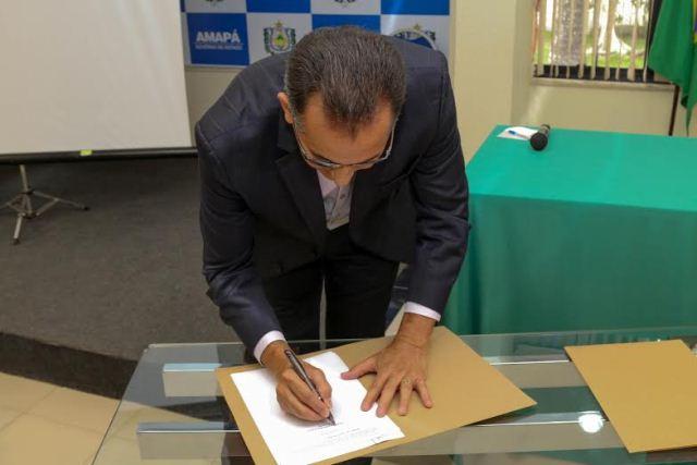 Governador assina criação do comitê. Foto: Danilo Borralho (Ascom)