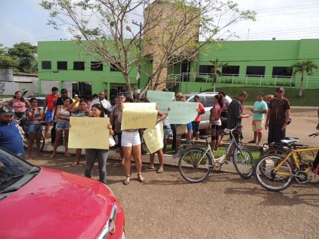 Depois de notificados os ambulantes fizeram protesto em frete ao Ministério Público