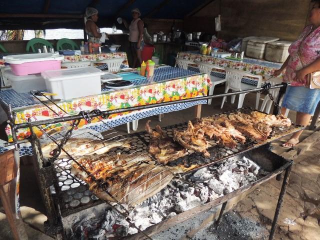 A maioria das barracas vendem alimentos sem nenhuma licença sanitária. Fotos: Humberto Baía