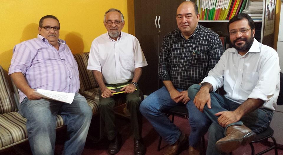 Alan tem conversado com o PSB, que já definiu Ruy Smith. Na foto com o senador João Capiberibe e o ex-governador Camilo