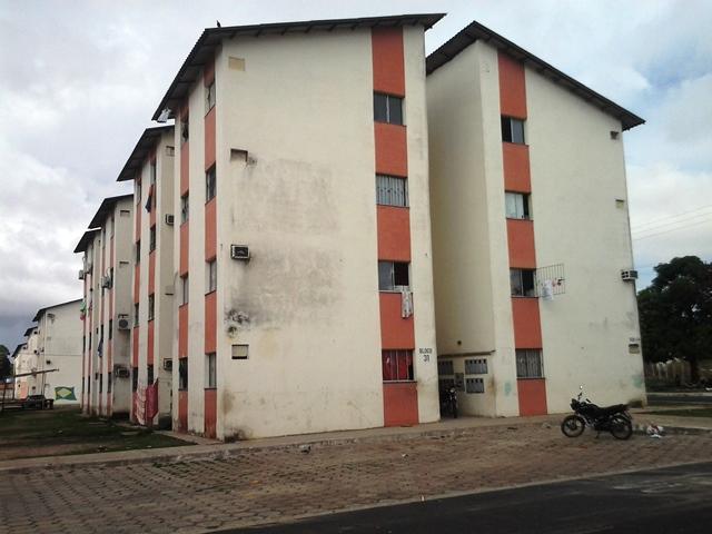 Moradores temem que o prédio desabe