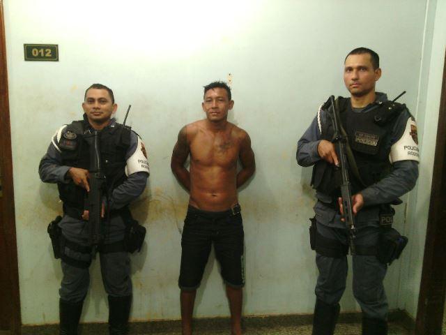 Policiais do BPRE não acreditaram no nome fornecido por Pingo. Fotos: Olho de Boto