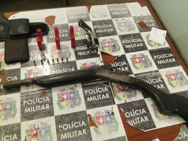 Armas apreendidas com os criminosos