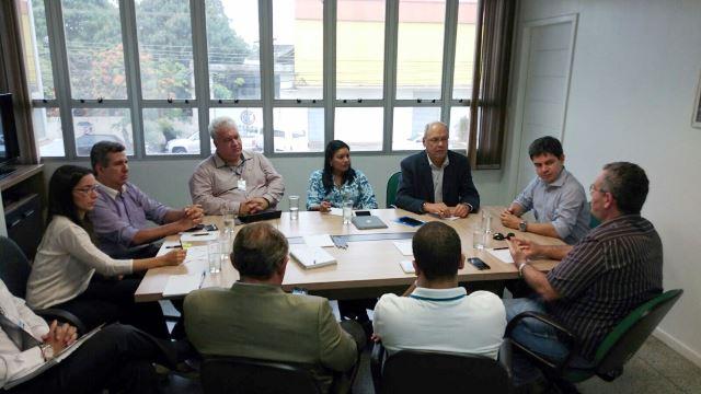 Reunião com técnicos e diretores da Confederação Nacional das Indústrias. Foto: Ascom