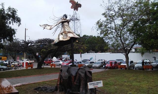 Praça ganhou ambientação artística