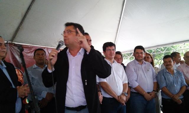 Prefeito Clécio Luiz: pedido para que a população cuide da praça e da frente de suas casas