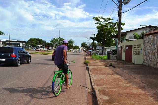 Uma das poucas ciclofaixas de Macapá