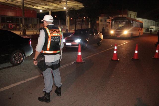 A Polícia Militar intensificou a fiscalização no trânsito