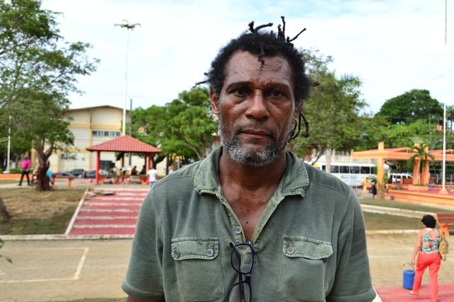 """Josapha Barbosa, 47 anos, artista visual """"Falta mais saneamento básico. Desde que moro em Macapá, nunca vi uma obra que pudesse suprir a necessidade da população quanto a essa questão"""""""
