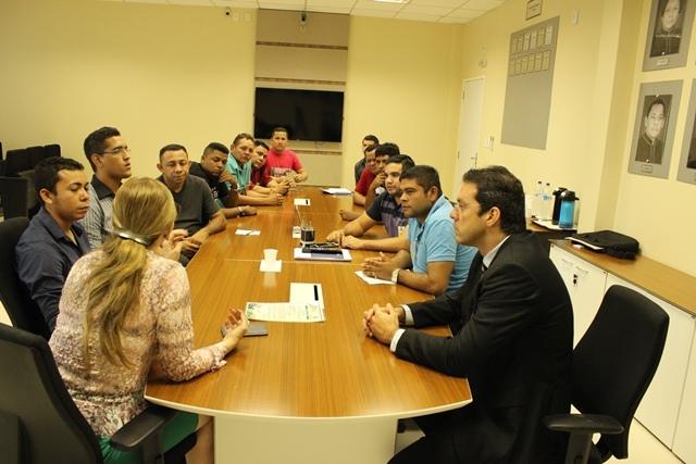 Representantes de festas, promotora e deputados discutem termos para liberação das festas. Fotos: MP