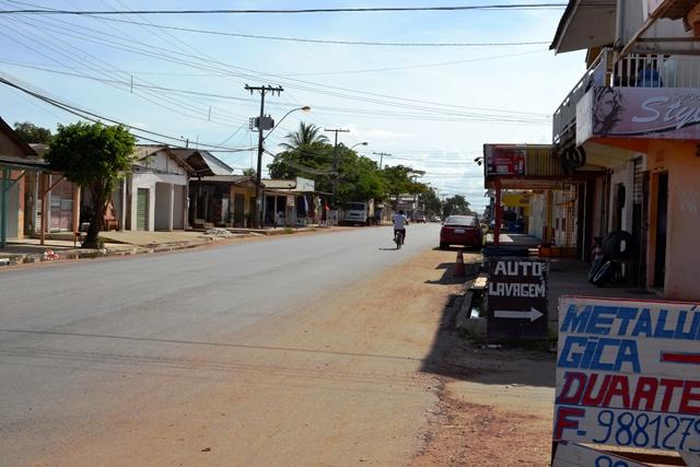 Avenida Carlos Lins Cortes está completamente asfalta, mas obra ficou incompleta