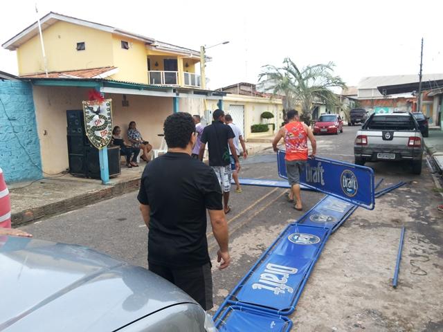 Moradores se mobilizaram pra organizar o percurso...