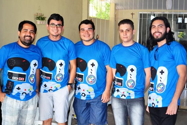 Membros do clube. Da esq. para a dir.: Fernando, Fabrício, Vitor, Eliel e Arthur