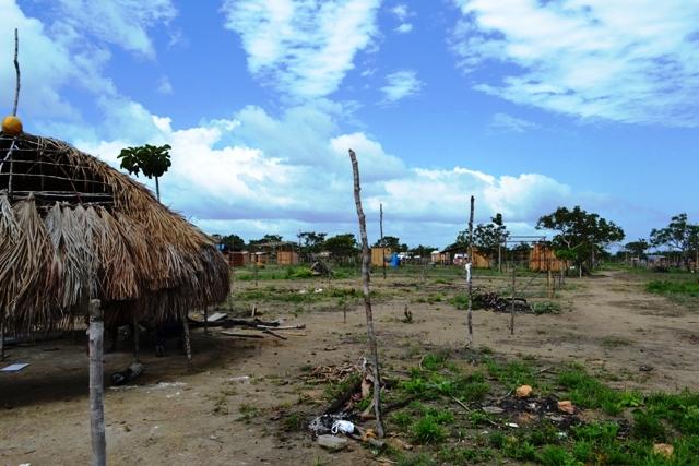 Barracos ao redor da maloca: cinco famílias