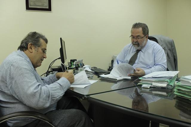 Promotor assinando TAC com a CEA, um dos 59 procedimentos em 6 anos. Fotos: MP