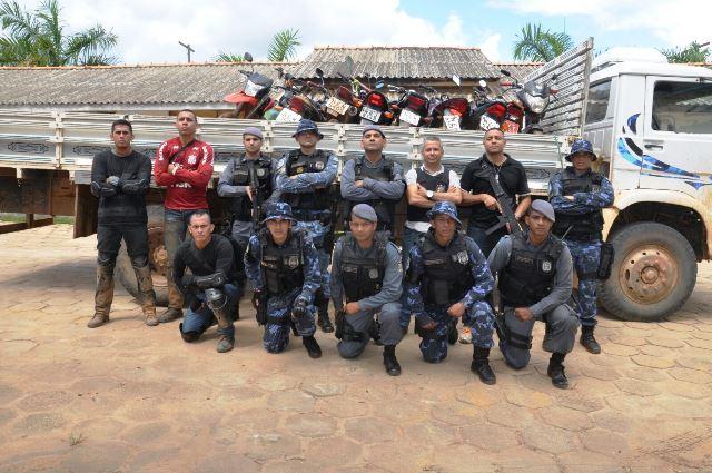 Equipe da PMs e Romu que participou da operação