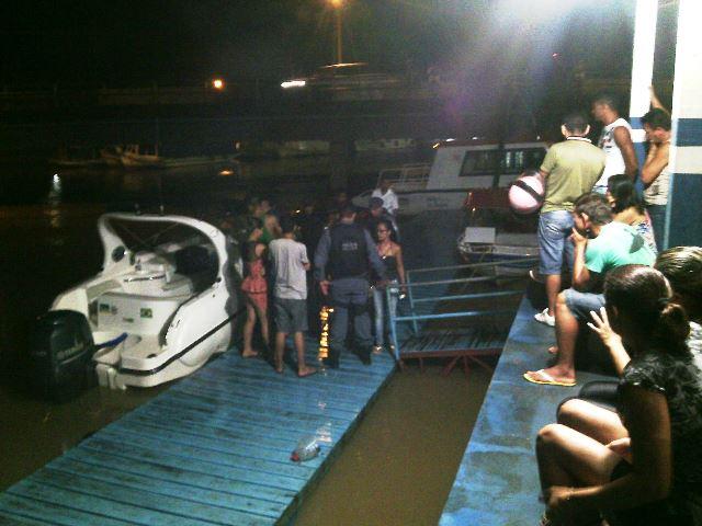 Chegada do corpo de Frank no porto do Igarapé das Mulheres