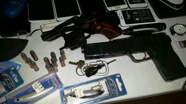Armas encontradas com os acusados