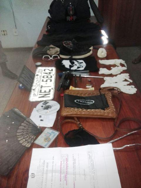 Material apreendido no carro usado no crime