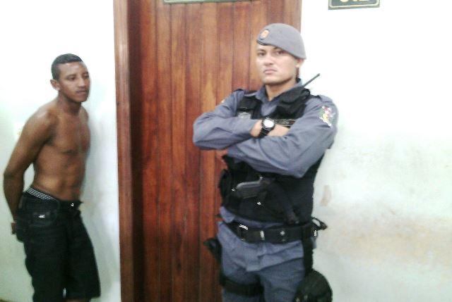 Um dos policiais da equipe do sargento Jorge Sá. Fotos: Olho de Boto