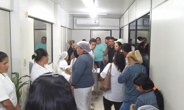 Grevista dentro da Sesa buscam informações. Fotos: Cássia Lima