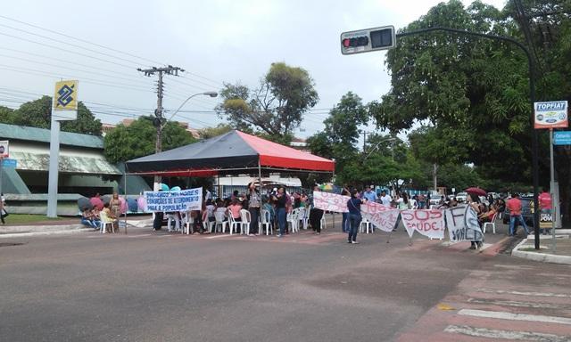 Vigilantes fecharam a Avenida FAB, no Centro de Macapá