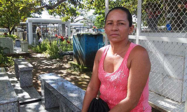 Zeladora particular, Jacirene Almeida diz que ganha bem