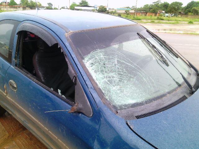 Carro conduzido pelo policial miliar. Segundo ele, chovia muito na hora do acidente