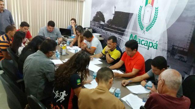 Reunião entre o vereador e as entidades que organizam as corridas. Fotos: André Silva