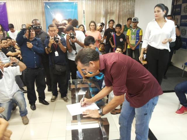 Governador assina decreto que cria o Bolsa Esporte. Fotos: André Silva