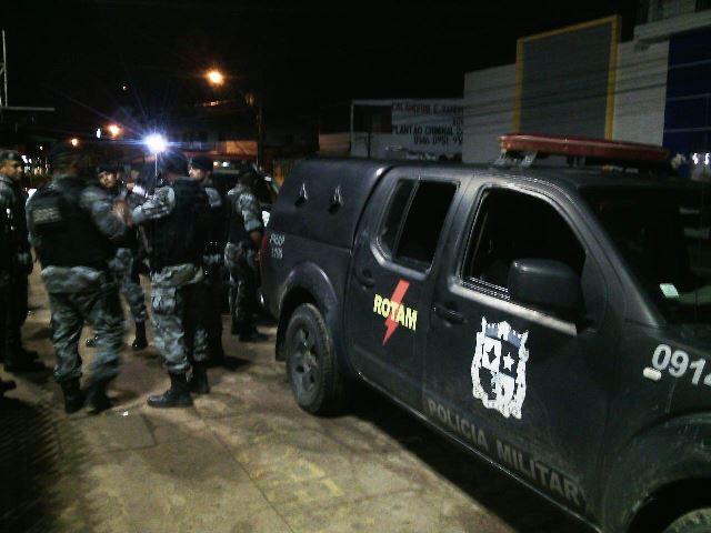 Bandido disparou três vezes contra a policiais da Rotam, mas ninguém ficou ferido. Fotos: Olho de Boto