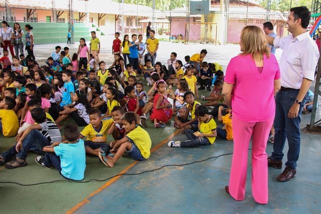 Prefeito de Macapá, Clécio Luís, acompanhou o início do ano letivo em cinco escolas