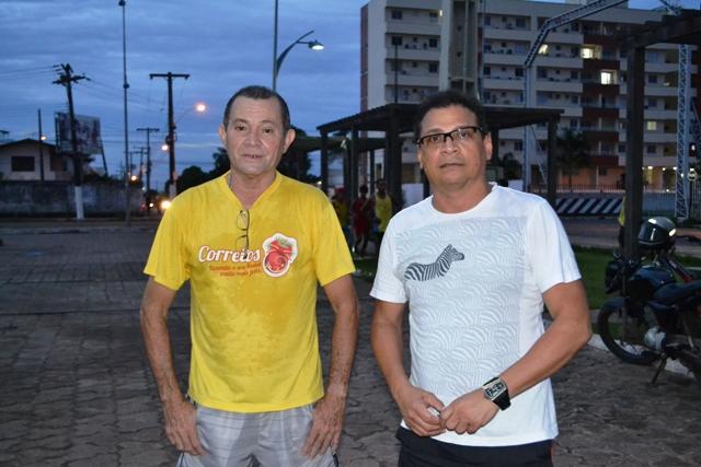 Amigos Gerson Gurjão e Domingos Soriano: exercícios terminam quando a noite chega. Fotos: André Silva