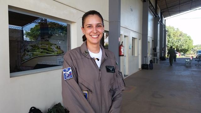 Mayara é a única piloto no Esquadrão Falcão
