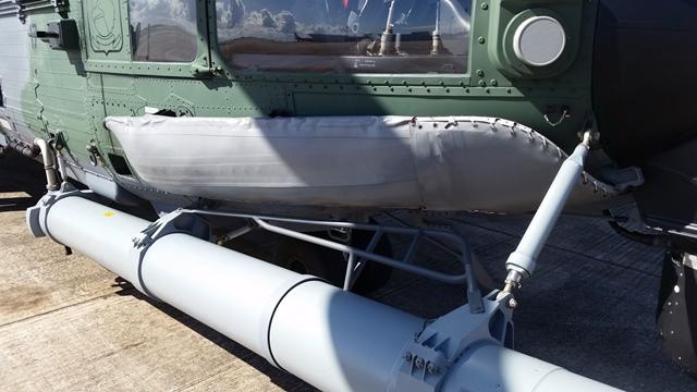 Flutuadores inflam em caso de pouso na água