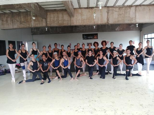 Bailarinos farão uma coletânea de espetáculos como o Lago dos Cisnes Fotos: André Silva
