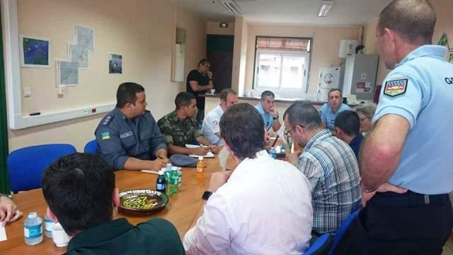 Policiais brasileiros e franceses planejando ações. Fotos: Humberto Baía