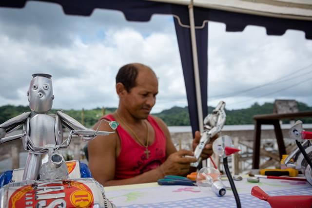 Augusto: trabalho bastante valorizado por turistas da Guiana. Fotos: Isaac Silva