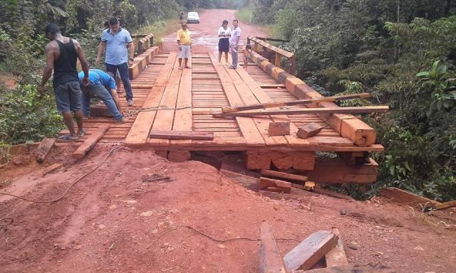 Uma das dezenas de pontes entre Calçoene e Oiao