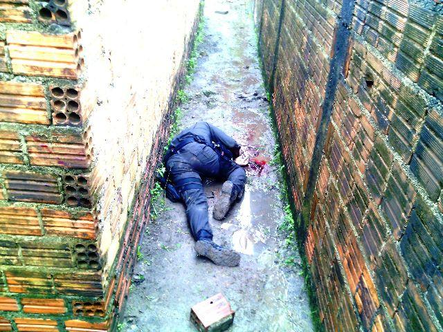 Vigilante que lutou contra os assaltantes, mas foi esfaqueado várias vezes. Foto: Olho de Boto