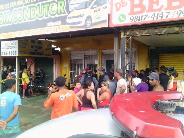 Segundo as vítimas, um bandido ficou do lado de fora dando apoio. Fotos: Olho de Boto