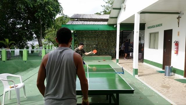 Tênis de mesa na área externa