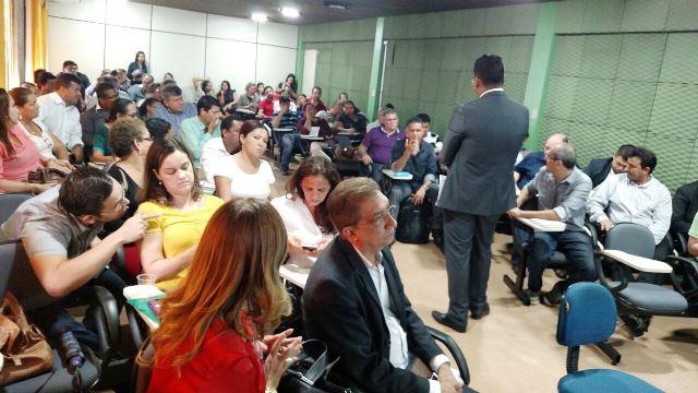 Secretário Antônio Teles e representantes de pelo menos 12 sindicatos